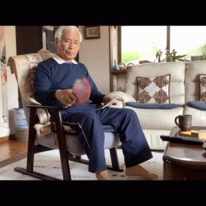 自宅で卓球ラケットの反転練習