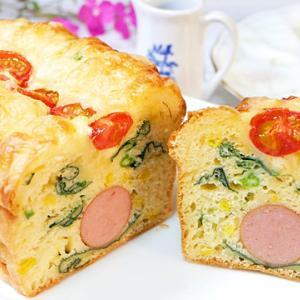 ホットケーキミックスで作るフランクフルトのパウンドケーキ【ケークサレ】
