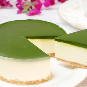 抹茶の濃厚レアチーズケーキ