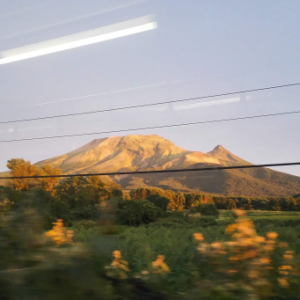 【北海道&東日本パス6日目】オレンジ色に染まった空に駒ヶ岳のシルエットが涙が出るほど美しかった。