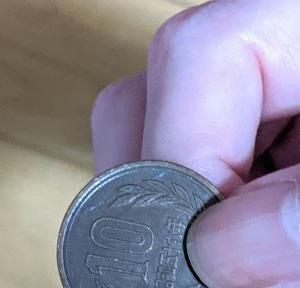 10円玉を握りしめ公衆電話を探した。