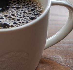 スタバのコーヒーはマグで飲んだ方が美味しい。