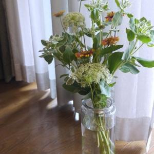 背の高い花瓶に☆IKEAのガラス容器