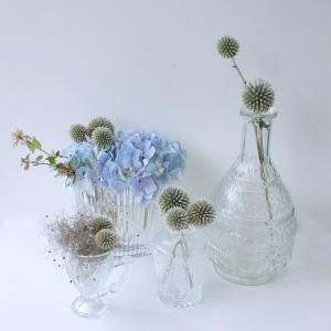 ガラス瓶とルリタマアザミ