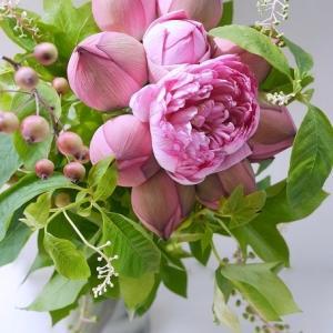 咲いた!八重の蓮の花アレンジメント