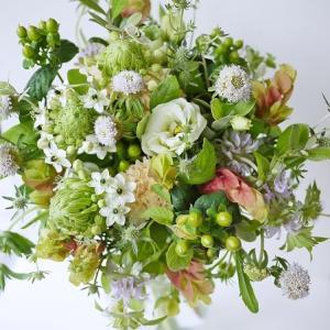 夏の始まりに☆オーニソガラムとホップのような草花