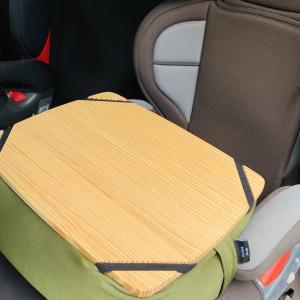 車内での読書やワークに!クッションテーブルが便利♪