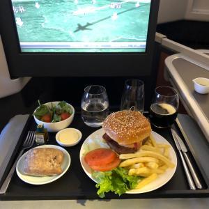 ファーストクラスアップグレードオファー キャセイパシフィック航空  パリー香港