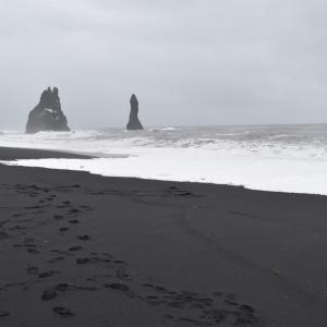 まるで異世界!アイスランドのブラックサンド・ビーチ