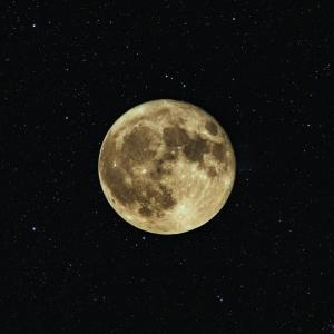 闇夜を照らすお月さまの宇宙エネルギー