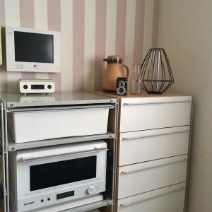 無印良品をカスタマイズした狭いキッチンの収納公開とシンプルな家電選び。
