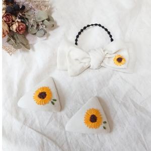 ひまわり刺繍のヘアゴムとパッチンピン