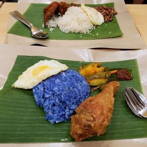 ナシレマッの青いご飯「Sedap!」(シンガポール・ノベナ)