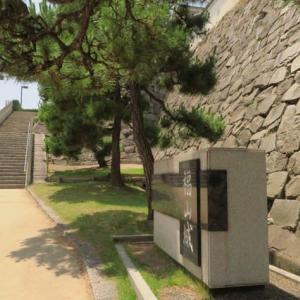 駅の真ん前にある「福山城跡7」