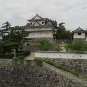 駅の真ん前にある「福山城跡8」