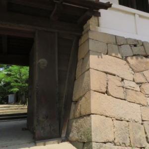 駅の真ん前にある「福山城跡10」