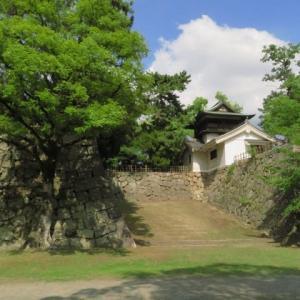 駅の真ん前にある「福山城跡22」