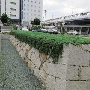 駅の真ん前にある「福山城跡28」