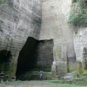 古代神殿のような石切場跡へ【高田石切場】