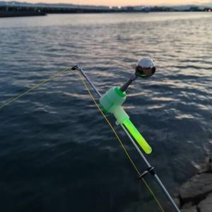 夜釣りで竿先のアタリ取りに使う鈴、ケミホタル、鈴ホタル