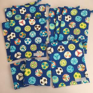 サッカーボール柄☆給食袋4点、縦長巾着3点、コップ袋、ランチョンマット2点出来上がり♪