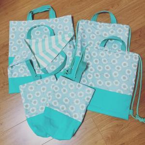 花柄ミントグリーン☆絵本袋、靴袋、ナップサック2点ずつ出来上がり♪
