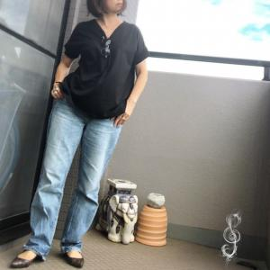 TシャツにデニムとGUのパンプス