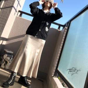 サテンスカート+ドカブーツ