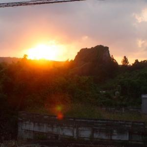 日はまた昇る。