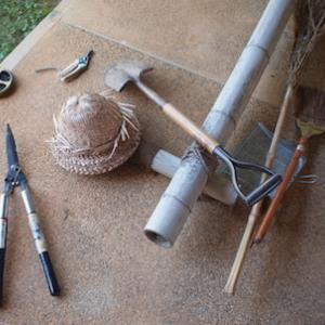 庭の道具。