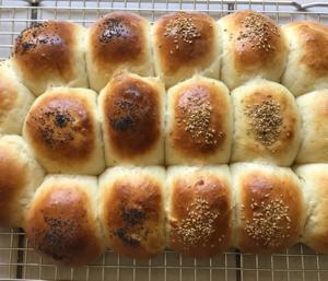 ディナーロール(ちぎりパン)&ソーセージ、じゃが芋、白菜のスープ