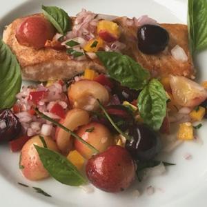 鮭のソテー チェリーのサルサ添え&鉢植えの野菜たち