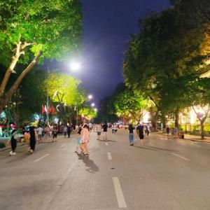 日曜日の夜の歩行者天国は、そこそこのにぎわいでした(^_^;)