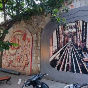 【旧市街100景①】鉄道高架下の壁画たちを、観光気分でみてやってください~(^o^)