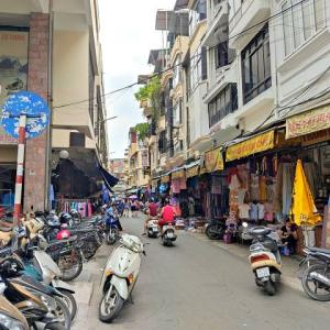 """ドンスアン市場の『裏側』を歩く。短い裏路地の先にある""""もう一つの市場""""を知っていますか?(旧市街100景⑦)"""