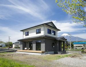 【お客様の声】広々ウッドデッキとリビングがつながる開放的で機能的な家