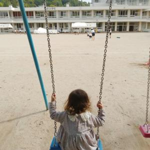 いつもの道のお散歩も幼い子どもは大満足
