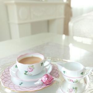 ヘレンド ウィーンの薔薇でteatime。。♡ カードに素敵な切手を。。☆