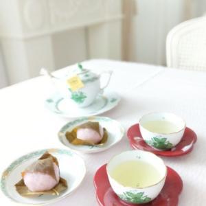 ヘレンド アポニーグリーン。。☆ 桜もちでお茶の時間。。♡
