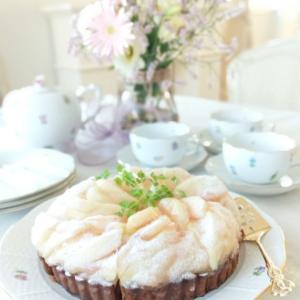 白桃のタルトでteatime。。♡ お花の苗プレゼントへ。。♪