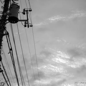 朝焼け雲と電柱