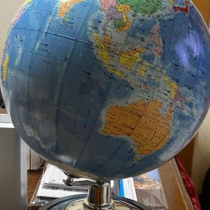 地球儀をお借りした