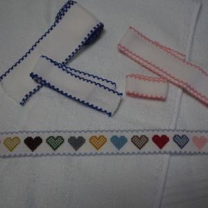 ハートのテープ刺繍タオル