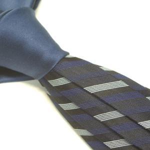 無難な色のネクタイ