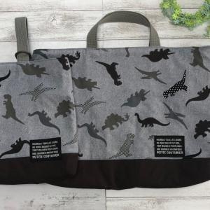 恐竜柄のバッグ