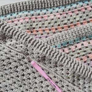 もう1枚編み終わり繋げています