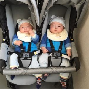 生後5ヶ月の双子。