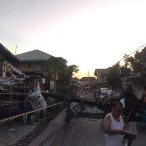 Quake-hit Pampanga 地震でスーパーマーケット崩壊