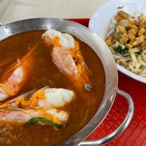 シンガポールで超デカい海老が入った麺を食す!