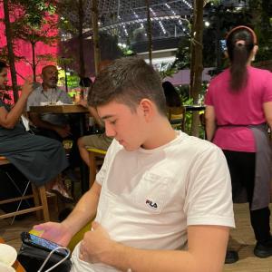 イギリスへ旅立った息子 シンガポールのチャンギ空港はガラガラだけどめっちゃ時間かかった!
